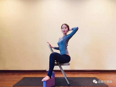 激素分泌失调等状况  学了这篇 办公室肩颈理疗瑜伽-椅子式  通通不图片